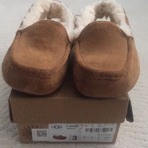 Kids UGG Loafers/slippers size 3